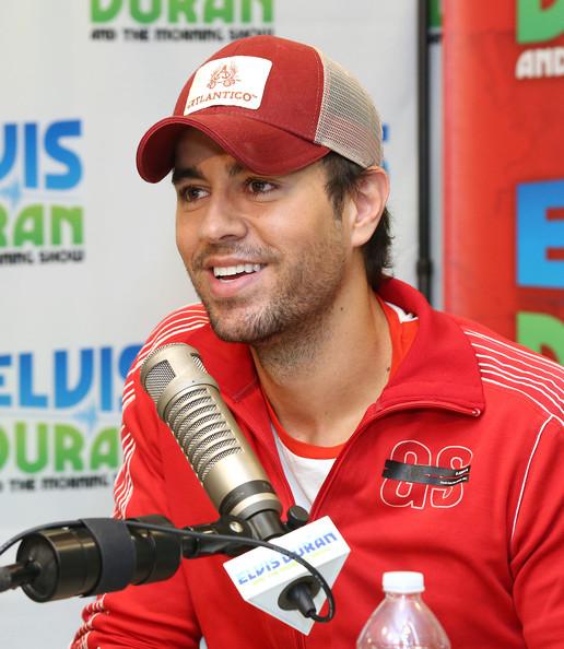 Enrique-Iglesias-Visits-The-Elvis-Duran-Z100-Morning-Show-enrique-iglesias-35128906-516-594