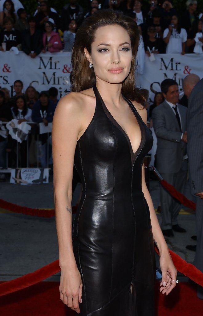 Angelina+Jolie+LA+Premiere+Mr+Mrs+Smith+8DVggu-v23Sx