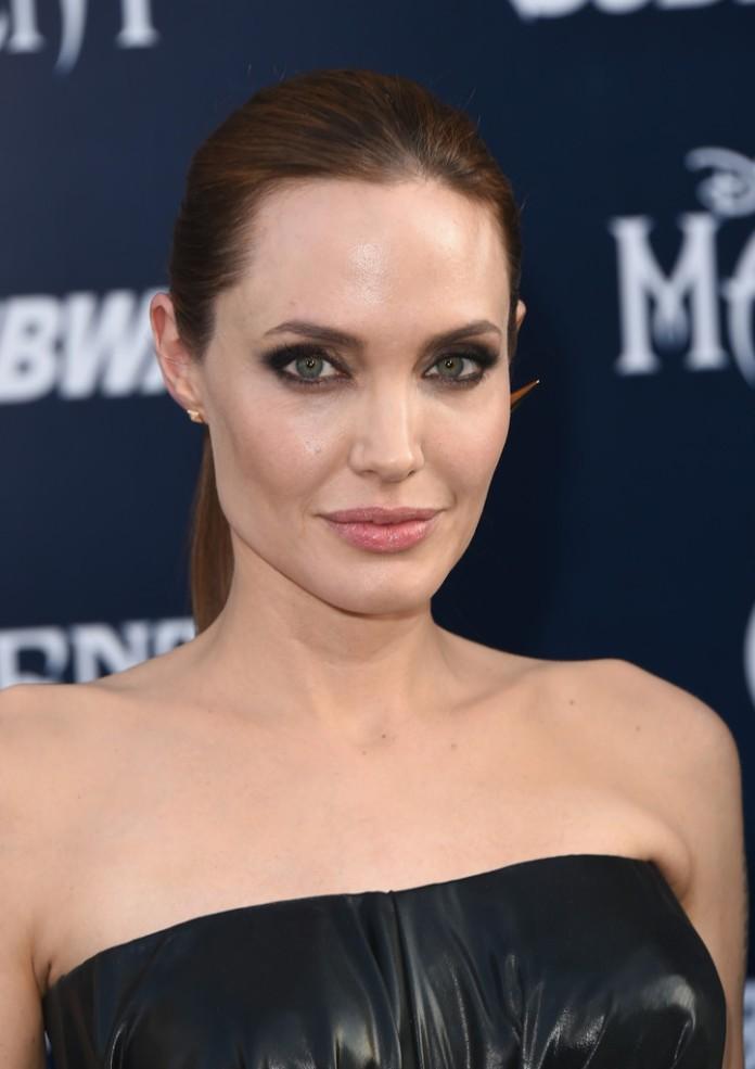 Angelina+Jolie+World+Premiere+Disney+Maleficent+jBGj-WsGOrpx
