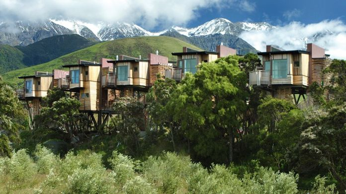005829-01-tree-houses-mountain-background