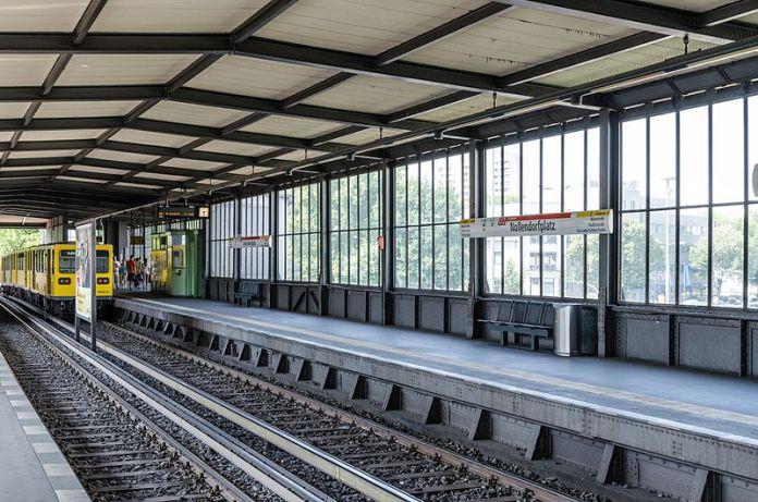 U-Bahnhof_Nollendorfplatz,_U2_Level_20130727_1