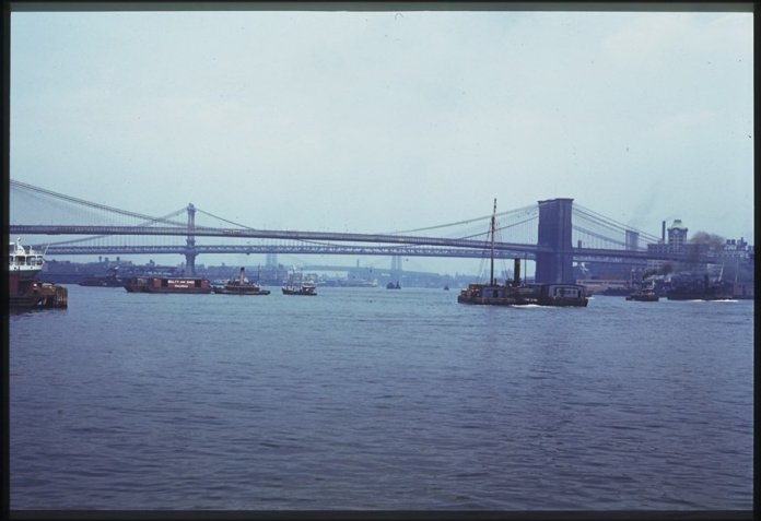 east-river-below-brooklyn-bridge-1941