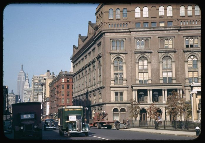 up-4th-ave-from-astor-place-cooper-union-on-the-right-1942